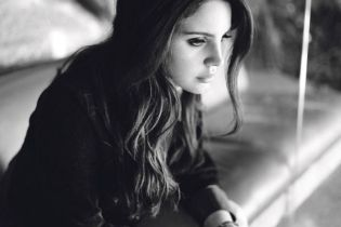 Lana Del Rey Contributes Two New Songs to Tim Burton Film 'Big Eyes'