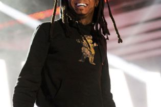 Lil Wayne featuring Christina Milian - Start A Fire