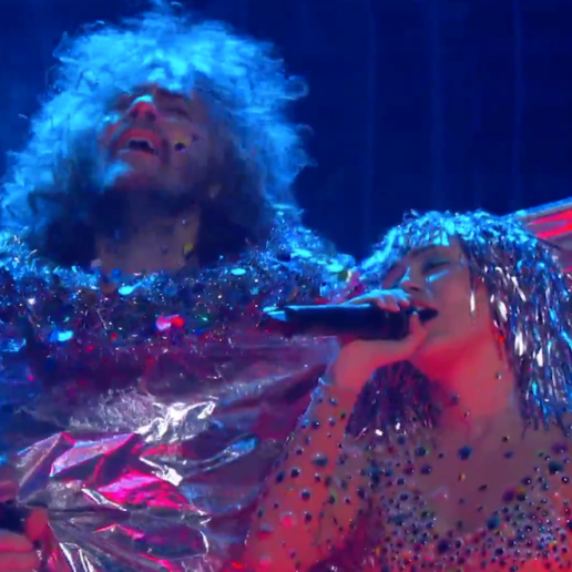 """The Flaming Lips and Miley Cyrus Perform The Beatles' """"A Day In The Life"""""""