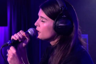 Jessie Ware Covers Chaka Khan & Labrinth on BBC Radio 1