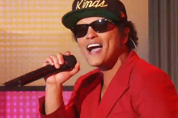 "Mark Ronson and Bruno Mars Perform ""Uptown Funk"" on Ellen"
