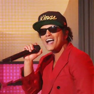 "Mark Ronson and Bruno Mars Perform ""Uptown Funk"" on Ellen"