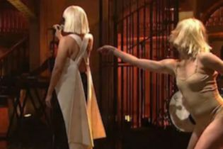 Watch Sia's Impressive 'Saturday Night Live' Performance
