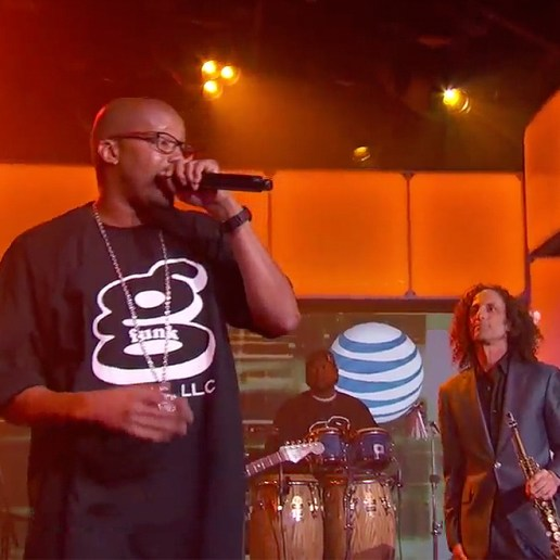 """Warren G and Kenny G perform """"Regulate"""" on 'Jimmy Kimmel Live'"""