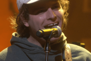 "Mac DeMarco Performs ""Let Her Go"" on 'Conan'"