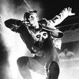 """Watch Vic Mensa Perform """"Wolves"""" and Cover N.E.R.D.'s """"She Wants To Move"""""""