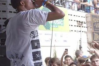 "Watch Vince Staples Perform ""Blue Suede"" and ""Trunk Rattle"" at SXSW"