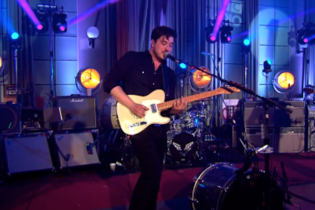 "Watch Mumford & Sons Cover Shura's ""2Shy"" Live"