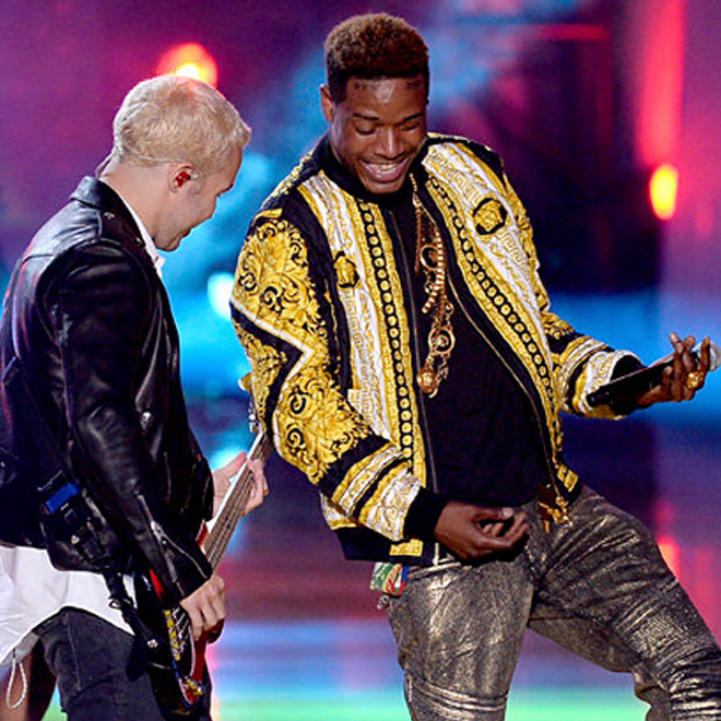 """Fetty Wap Performs """"Trap Queen"""" with Fall Out Boy at the 2015 MTV Movie Awards"""