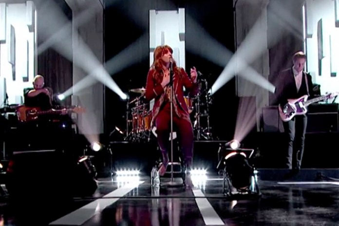 Florence Welch Performs on 'Jools Holland' with a Broken Foot