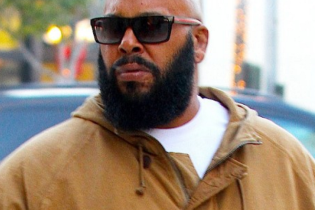 Floyd Mayweather is Reportedly Going to Pay Suge Knight's Bail