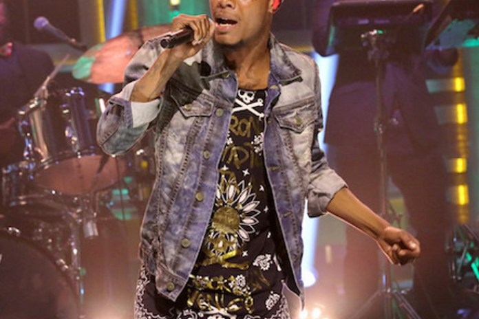"""Fetty Wap Performs """"Trap Queen"""" With The Roots on 'The Tonight Show'"""