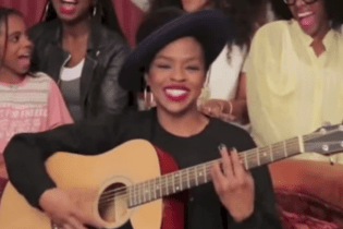 Watch Lauryn Hill's Acoustic Apology for Missing A Show In Nigeria