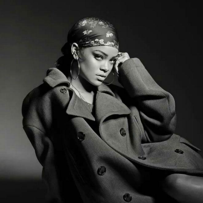 "Watch Rihanna Perform ""Bitch Better Have My Money"" & ""American Oxygen"" on SNL"