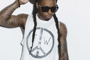 "Lil Wayne Signs Deal With His ""Idol"" JAY Z"