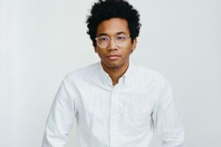 Toro y Moi featuring Rome Fortune - Pitch Black