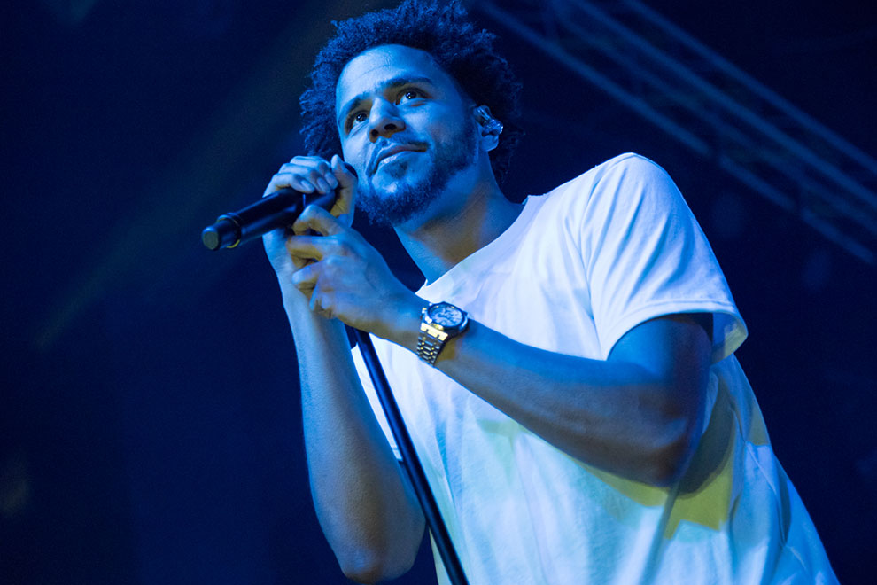 watch j cole get hit in the face with an iphone