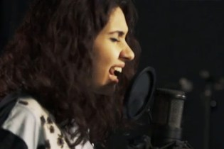"Watch Alessia Cara Cover Drake's ""Hotline Bling"""