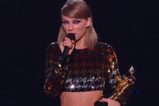 Watch Taylor Swift Present The Video Vanguard Award to Kanye West