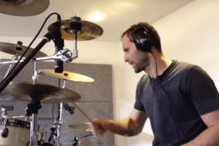 Arsenal Keeper Petr Cech Covers Nirvana on Drums