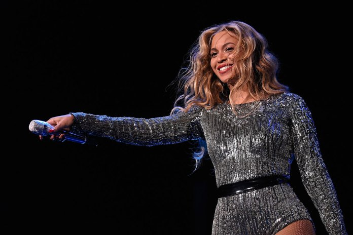 Beyoncé Quotes Ronda Rousey and Catches JAY Z Singing Along at Made in America Festival