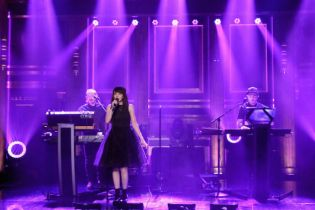 "CHVRCHES Perform ""Leave a Trace"" on 'The Tonight Show'"