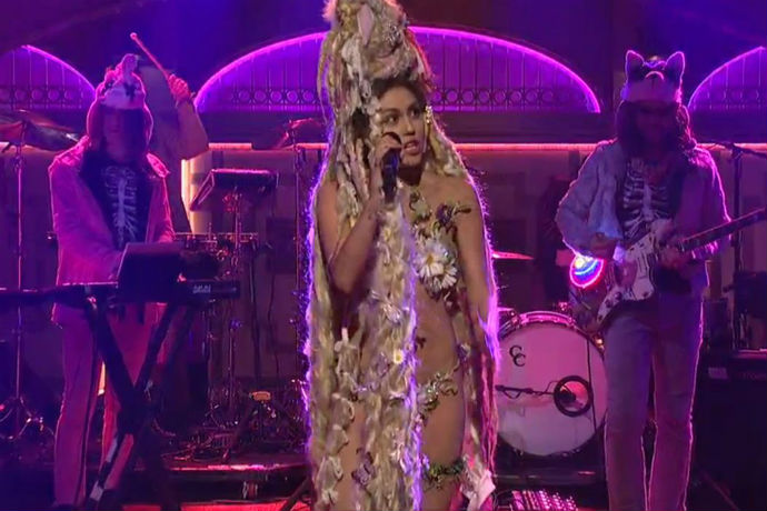 Miley Cyrus Gets Emotional on 'Saturday Night Live'