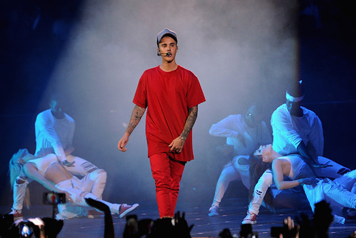 """Watch Justin Bieber Perform """"What Do You Mean?"""" at 2015 MTV EMA"""