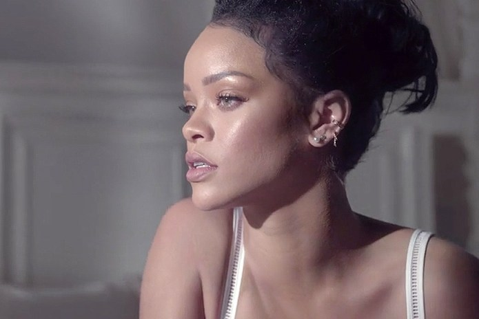 Rihanna Hits Some Thanksgiving Dabs