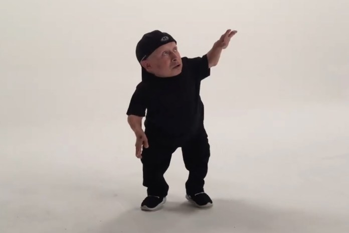 """Watch Verne Troyer Dance to Drake's """"Hotline Bling"""""""