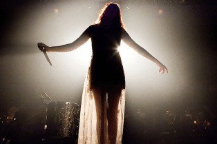 Florence + the Machine Cover The Beatles in Paris