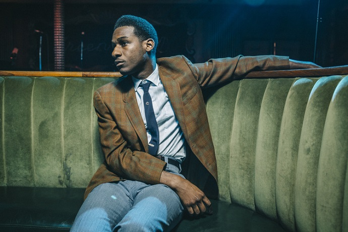 leon bridges performs river smooth sailin on saturday night live