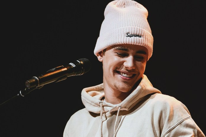 """Watch Justin Bieber Give Drake's """"Hotline Bling"""" an Acoustic Cover"""
