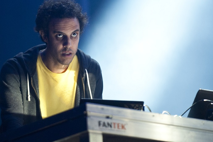 "Four Tet Shares New Singles ""Mothers"" & ""Disparate"""