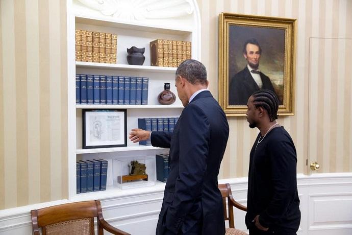 "Kendrick Lamar Visits The White House & Barack Obama for ""Pay It Forward"""