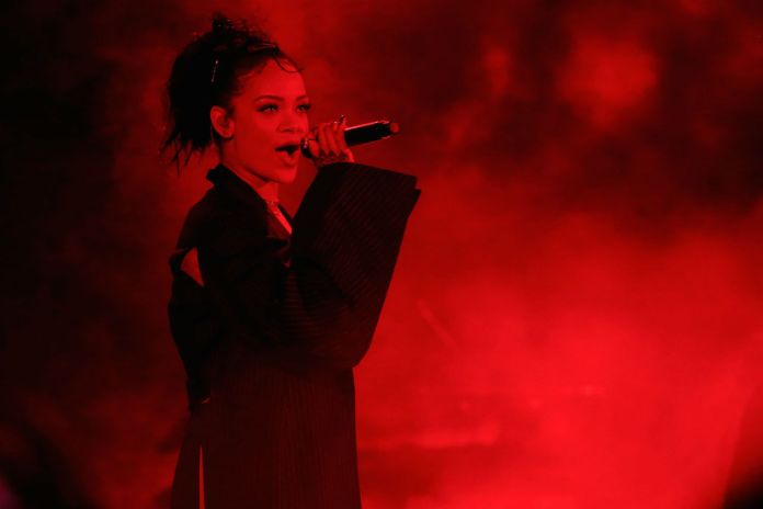 "Watch Rihanna & Miguel Cover The Temptations' ""My Girl"""
