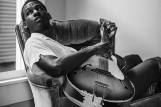 Stream Leon Bridges' 'I'm Comin' Deluxe EP Featuring Five Unreleased Tracks