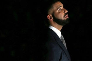 """Drake Performs """"Jumpman"""" & """"Back to Back"""" for Surprise London Performance"""