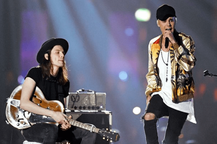 """Justin Bieber Performs """"Love Yourself"""" & """"Sorry"""" Live at The BRIT Awards 2016"""