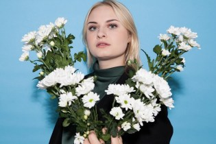 "Lapsley Unveils 'Long Way Home' Cut ""Cliff"""