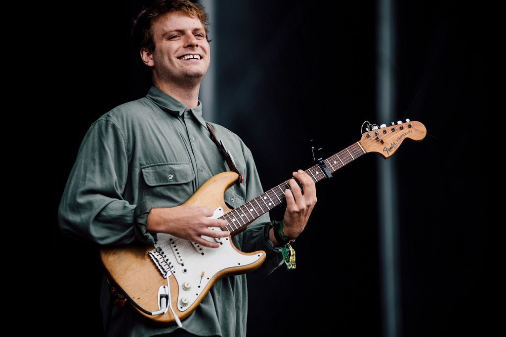 """Mac DeMarco Covers Billy Joel's """"Just The Way You Are"""""""