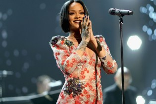 "Rihanna Performs ""Work"" & ""Consideration"" With Drake & SZA at 2016 Brit Awards"
