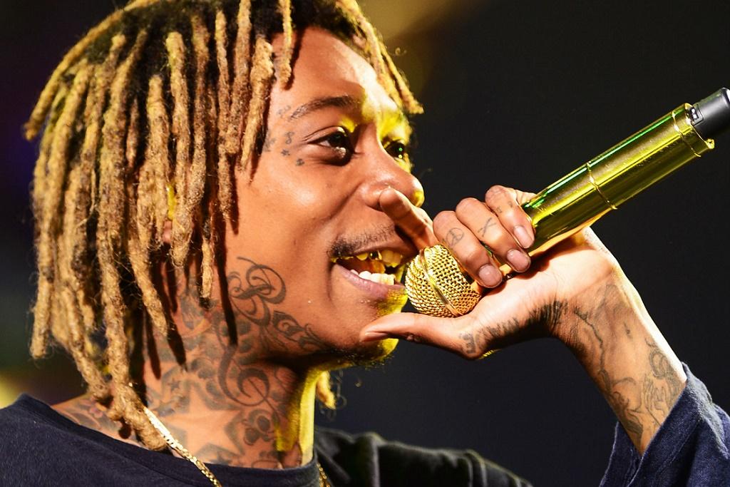 """Wiz Khalifa Performs Travi$ Scott Collab """"Bake Sale"""" on 'Fallon'"""
