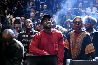 "Kanye West Shares ""Ultralight Prayer"""