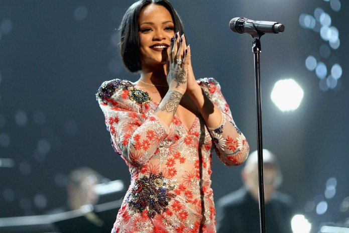 """Work"" Ensures Rihanna Rules the Charts"
