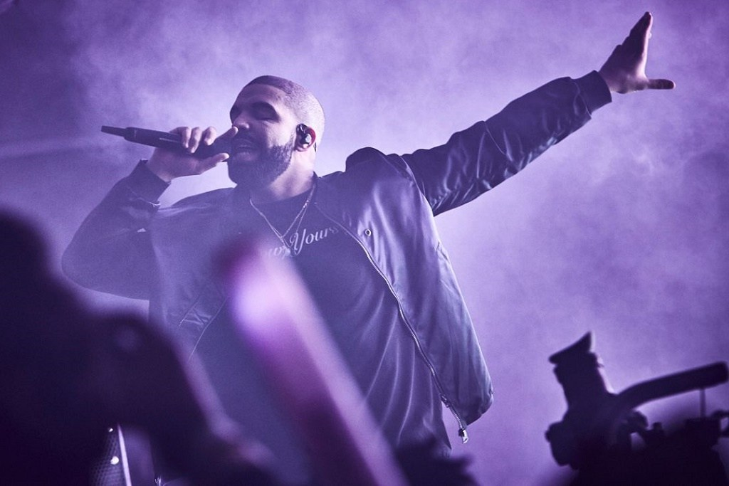 "Drake Earns First No. 1 Single in U.K. Thanks to ""One Dance"""