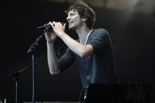 "Gotye Returns with Cover of Prince's ""Sometimes It Snows In April"""
