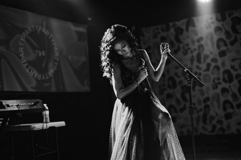 """Jhené Aiko Was the Musical Guest at Bernie Sanders' """"Community Conversation"""" at the Apollo Theater"""
