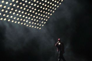 """Kanye West Performs """"Pop Style"""" for the First Time"""