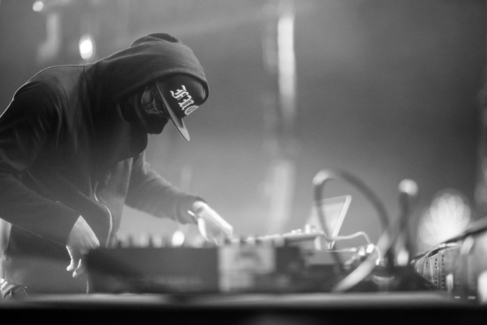 ƱZ Shares Colossal Mix of New Music